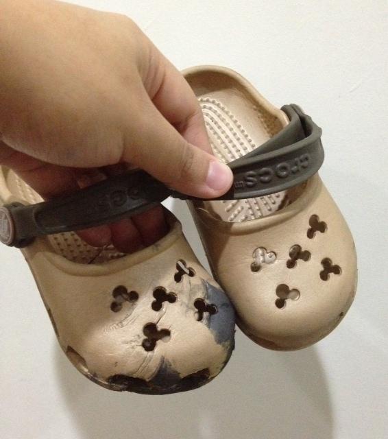 Shoe caught in escalator
