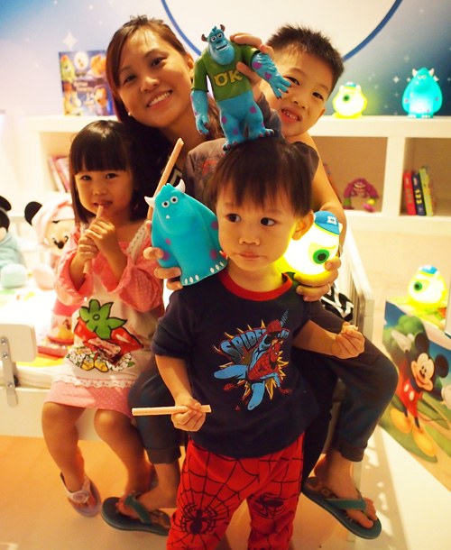 The Kao kids in PJ having fun
