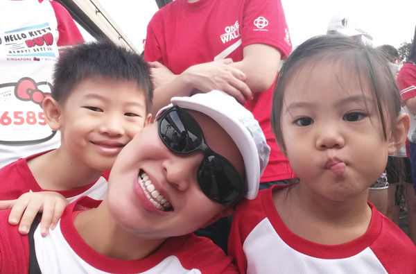 Sandwiched all the the way at the back in the huge crowd - but first, a wefie! (Look at her royal highness' grumpy face - too hot and stuffy, she says)