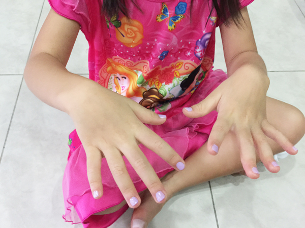 Becks Kao and her purple nails 2