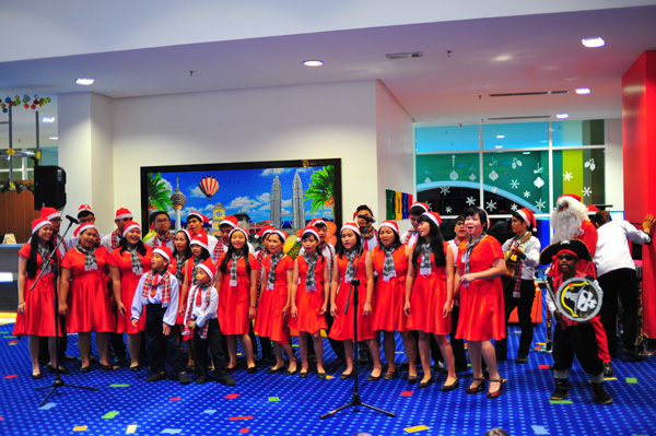 Christmas carolling at the lobby