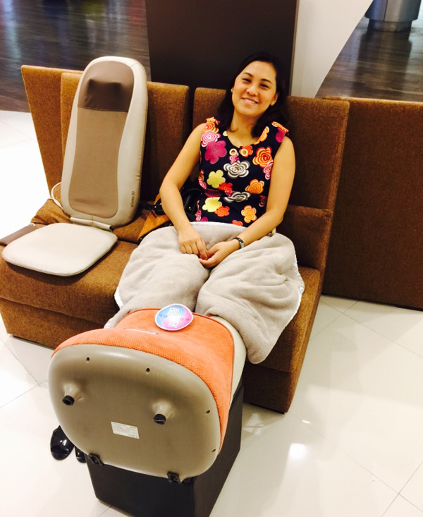 The OSIM uSqueez Air has a modern design and is lightweight and portable.
