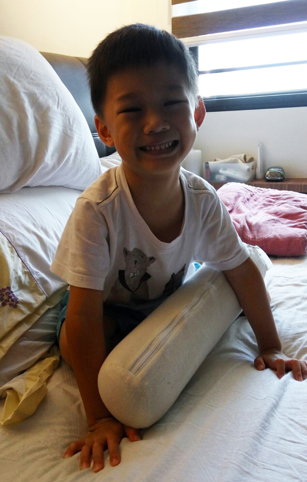 And the best caption in Singlish would be: got fever, cannot walk, still can smile! AIYO!